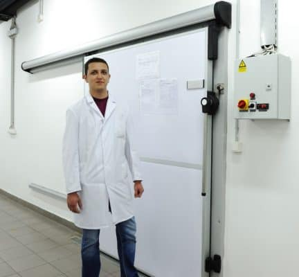 Employee in Front of a Lambda-Room